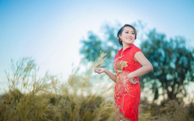 femme chinoise en qipao